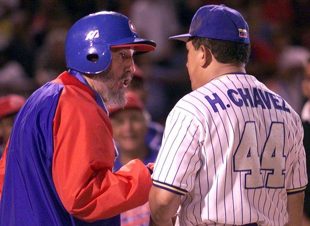 El fallecido expresidente venezolano Hugo Chávez recibió a Castro en Bar...