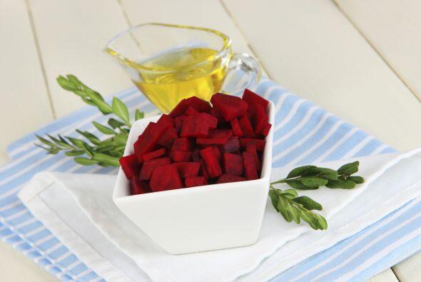 En estado crudo es una excelente fuente de vitamina C y folato. Sus hoja...