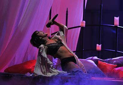 Así de sensual, fuerte, atrevida y muy talentosa fue como Alejandra come...