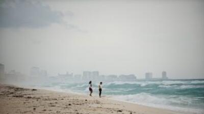 El ataque a varios negocios en Cancún y el asesinato de una persona obed...