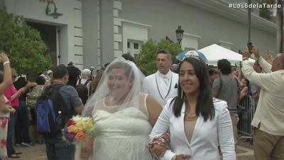 Emoción a flor de piel en boda gay masiva