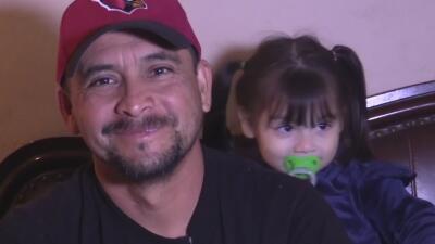 Un padre de Phoenix con esclerosis múltiple busca ayuda para dar regalos de Navidad a sus cinco hijos