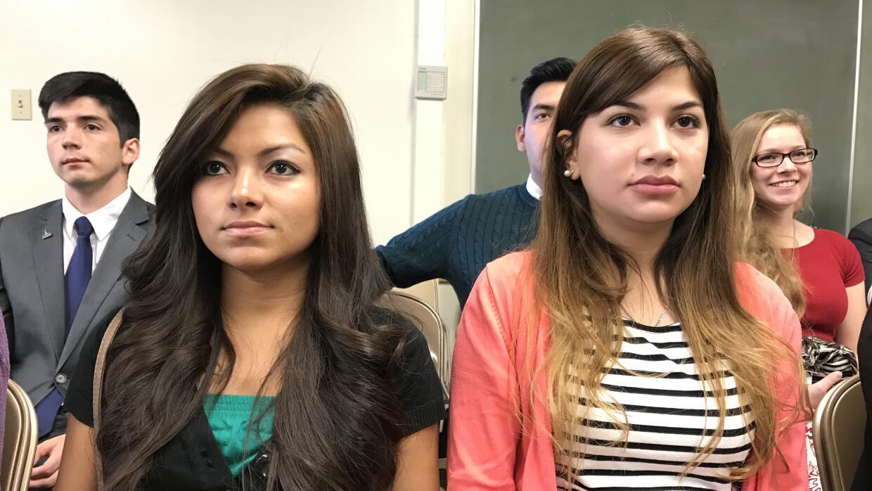 Sarahi Zelaya (izquierda) es una hondureña de 24 años que vino a estudia...