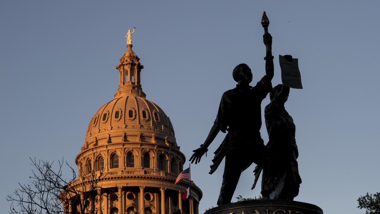 En texas los hispanos tambi n son foco del racismo de los for Capitolio eventos jardin