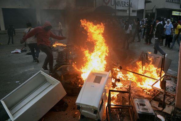 Además exigieron al presidente Nicolás Maduro el desarme de estos grupos...