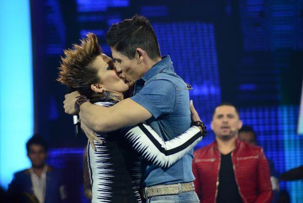 ¡Y se dieron tremendo beso Fernando y Ale!