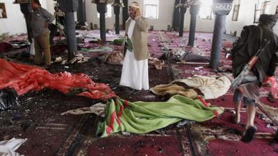 Más de 130 muertos y un centenar de heridos ha dejado el atentado a mezq...