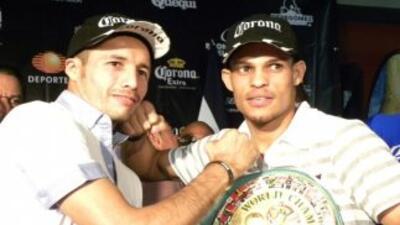 GOnzález y Rojas se calentaron en la conferencia de prensa (Foto: Facebo...