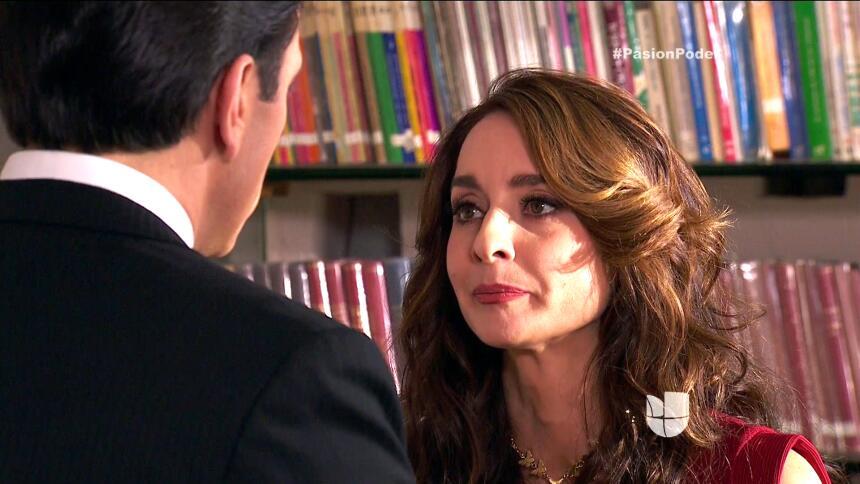 ¡Julia y Arturo ya no pueden ocultar su amor! 02163C57F9264A49A25B9B1D08...