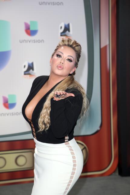 En tanto, 'Chiquis' Rivera, hija de la fallecida cantante Jenni...