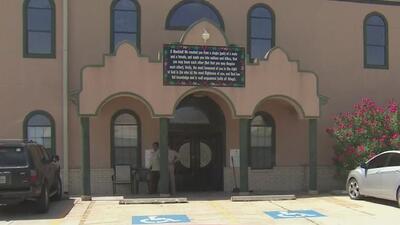 Autoridades creen que fue intencional el incendio en una mezquita en Texas