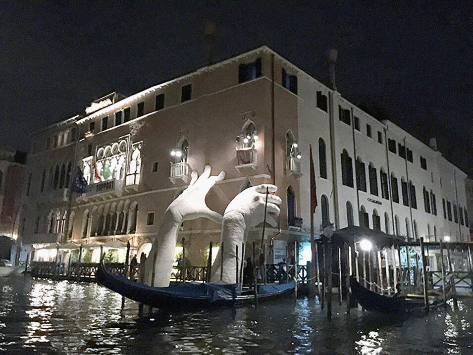 Manos en Venecia