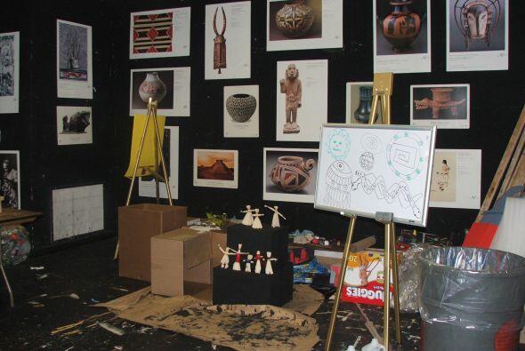 Varias salas han sido convertidas en talleres de arte donde la pintura,...