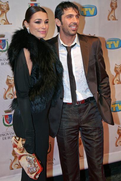 El arquero Gianluigi Buffon también comparte su vida con una modelo, la...