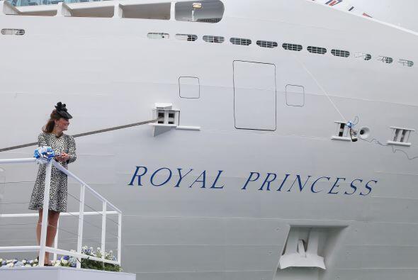 13 de  junio de 2013  En Southampton, la duquesa corta la cinta para arr...