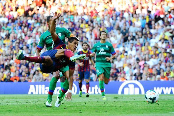 Antes de que saliera del campo, Alexis no paró en su afán por lograr otr...