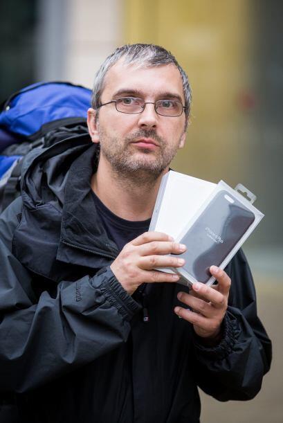 Darius depositó todas sus esperanzas en el nuevo iPhone 6 y pasó casi do...