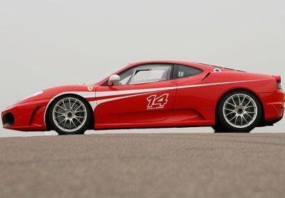 El F430 Challenge es un auto legal para la calle, pero su casa es la pista.