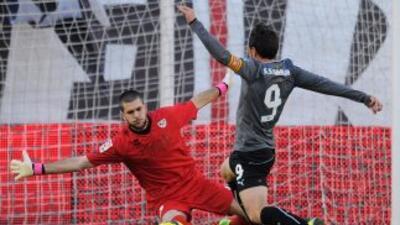 El arquero del Rayo se fue expulsado tras una falta sobre Sergio García,...