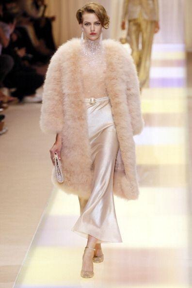 ¡Nada más encantador, 'glamouroso' y calientito que  un abrigo imitación...