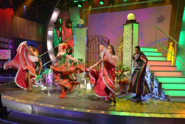 Para impactar aún más al público, demostró sus cualidades en las danzas...