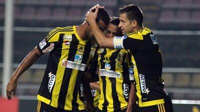 El Táchia empatço de último minuto con Caracas y se alzo con el título.