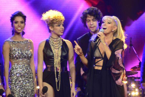 En la sexta gala, Raúl solamente cantó junto a sus compañeros con la jue...