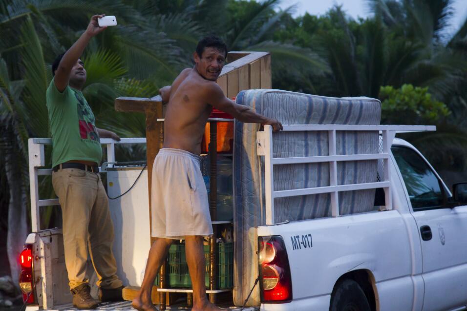 Muchos decidieron evacuar sin esperar el aviso de las autoridades.