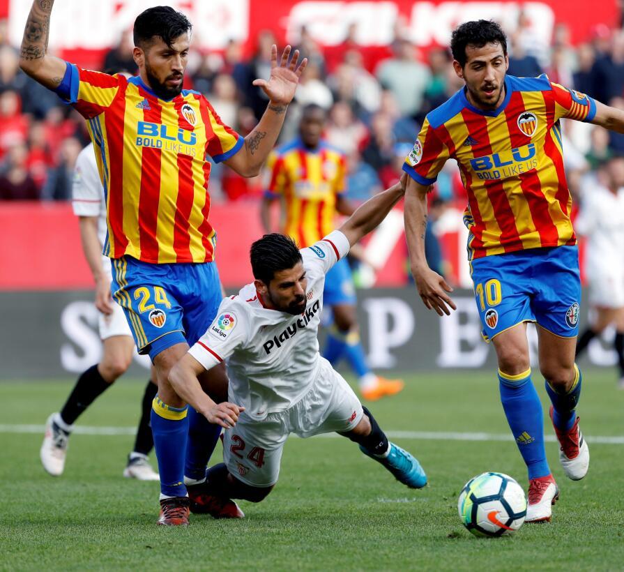 Sevilla perdió 0-2 en casa con Valencia y se aleja de zona de Champions...