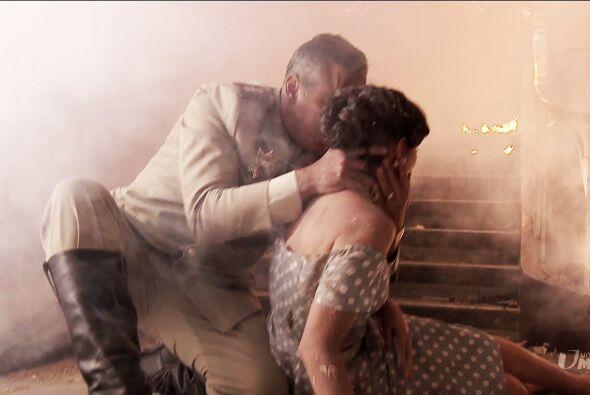 A pesar del humo y de las llamas, Trujillo la rescató junto a dos niños...