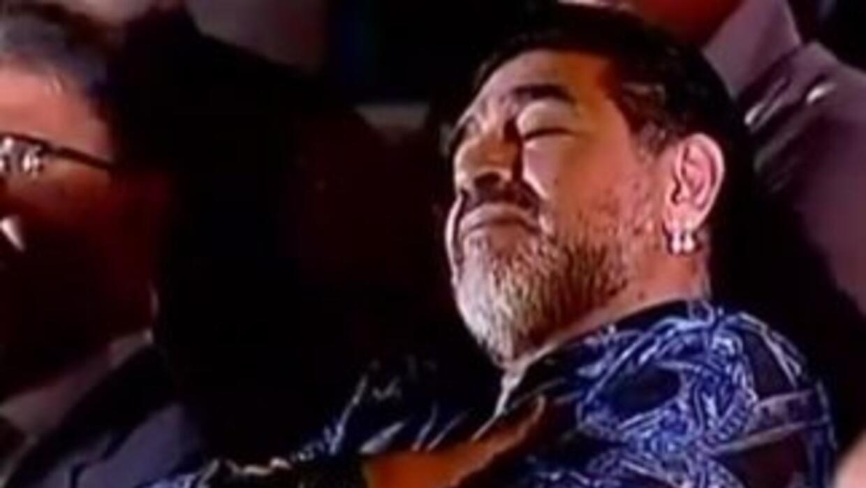 Maradona duerme duranteel discurso de Maduro.
