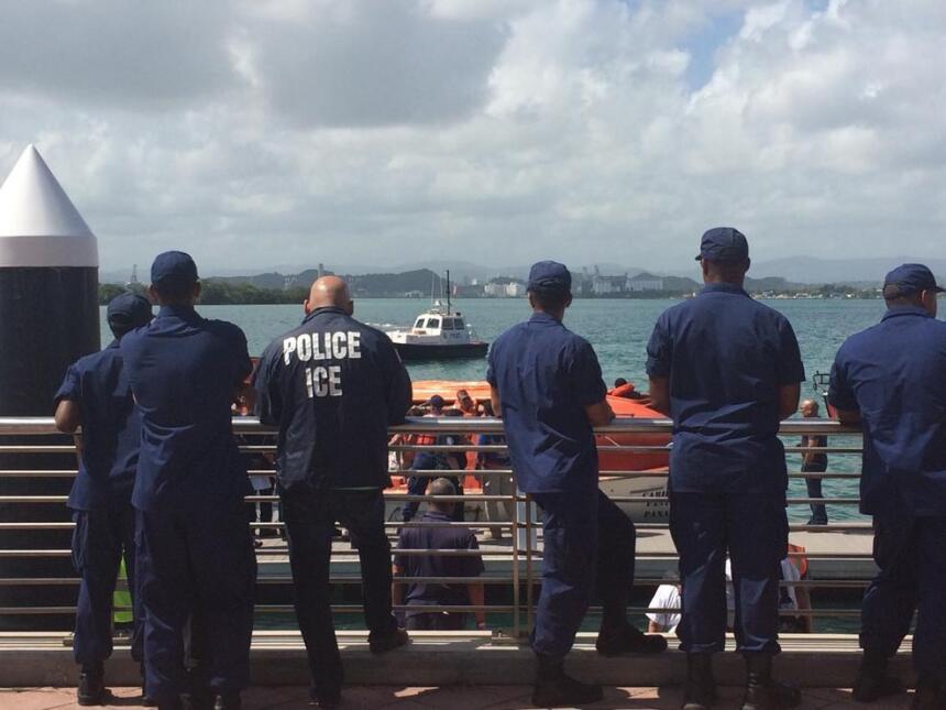 Los 512 pasajeros y tripulantes del ferry Caribbean Fantasy, que se ince...