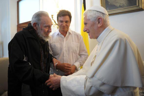 Marzo 28- El papa Benedicto XVI se reúne con Fidel Castro en el &...