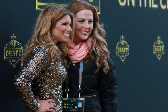 It;s a wrap! Gaby Natale y Alia Tabet de la NFL en un descanso al final...
