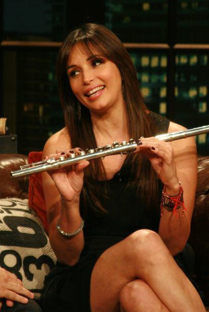 Mientras que Giselle Blondet se animó a tocarle la flauta a Carlos Calde...
