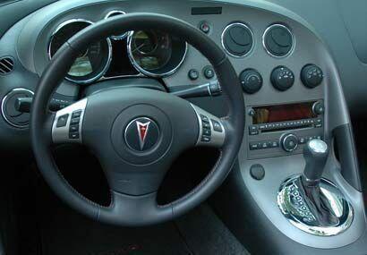 Todos los controles están enfocados hacia el conductor, todo está a la m...