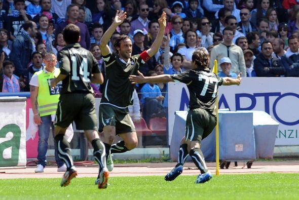 Nápoli se vio las caras con la Lazio en busca del segundo puesto, pero e...