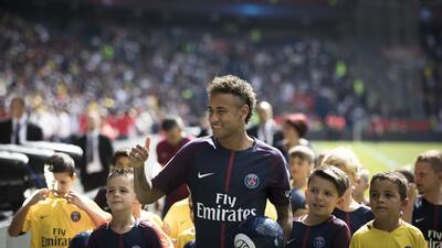 El jugador de la selección de Brasil y de Paris Saint-Germain, Neymar, s...