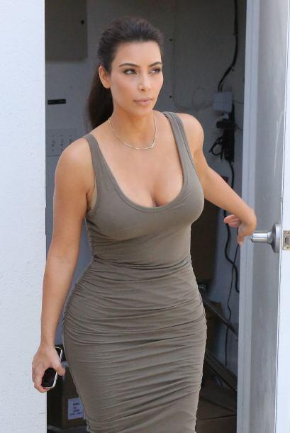 La mujer de Kanye West se enfundó en un vestido súper ajustado.Mira aquí...