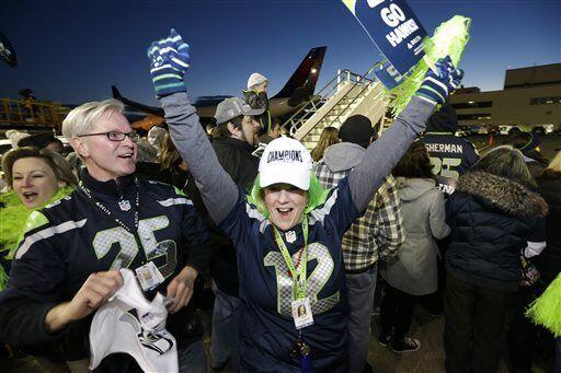 Los leales, y ruidoso, fans de Seahawks desafiaron todo para recibir a s...