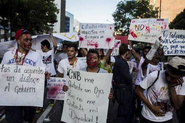 Además llevaban varias pancartas con mensajes en contra del gobierno.