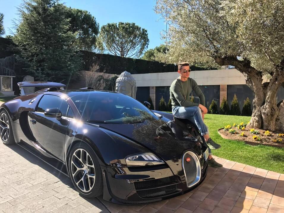 cristiano ronaldo compr un bugatti veyron para celebrar. Black Bedroom Furniture Sets. Home Design Ideas