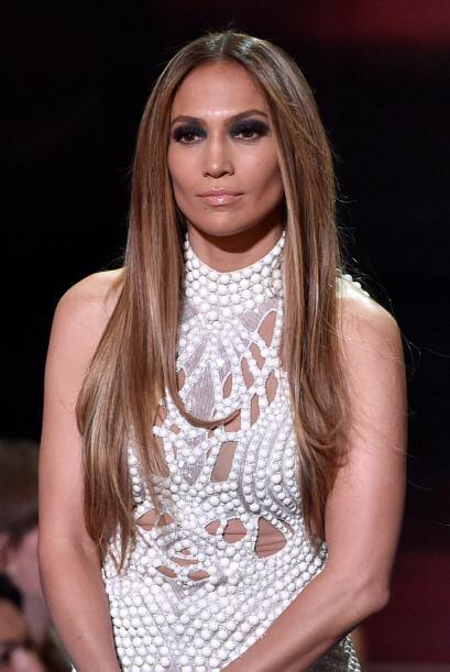 Jennifer Lopez derrochó clase con sus habituales vestimentas.