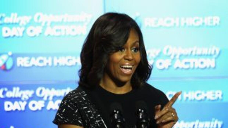 La primera dama Michelle Obama habla durante la Cumbre sobre la Oportuni...
