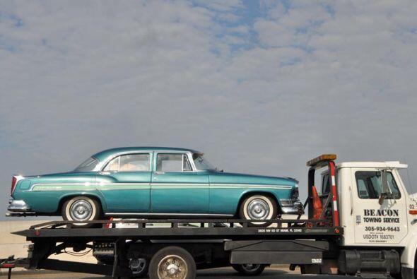 Este Chevrolet de los años 50 seguramente va a un lugar muy especial par...
