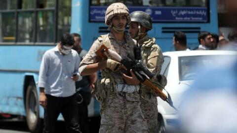 Doble ataque terrorista en Irán deja al menos 12 muertos y 39 heridos