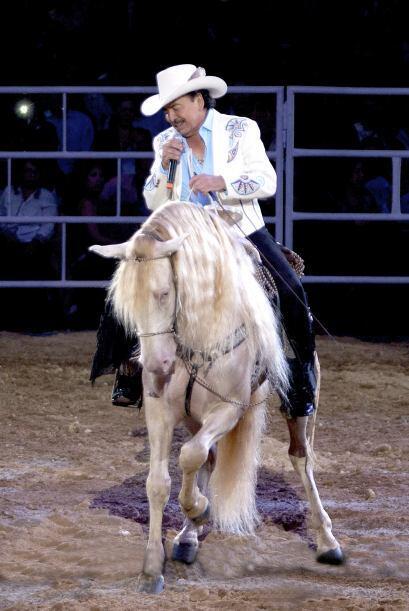 El año pasado durante una presentación en Guadalajara, se cayó del cabal...