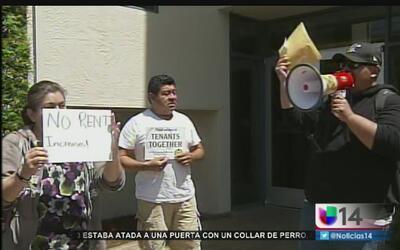 Inquilinos y activistas buscan detener el alza de rentas en el área de l...