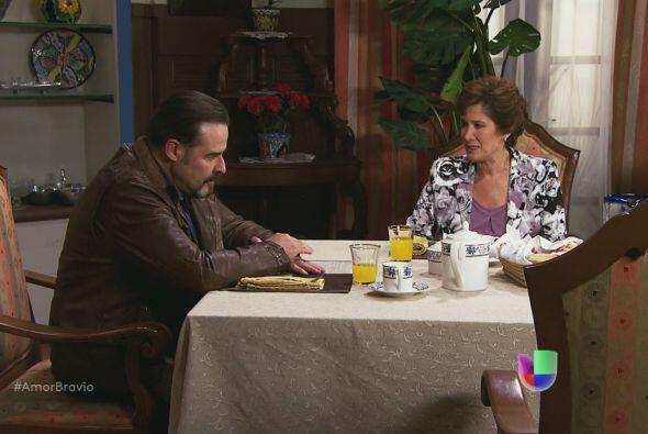 Agustina le pide el acta de matrimonio a Dionisio, él dice que se la dar...