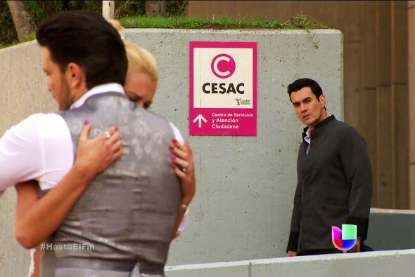 Ni modo Chavita, esta vez Sofía está en brazos de Patricio...